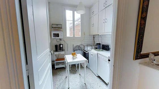 Belle cuisine de 4m² avec du carrelageau sol