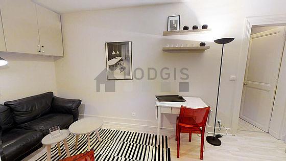 Salon de 11m² avec du parquetau sol