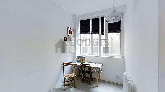 Bedroom with concretefloor