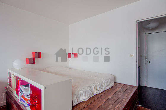 Very quiet living room furnished with 1 mattress of 90cm, 1 bed(s) of 140cm, sofa, 2 armchair(s)