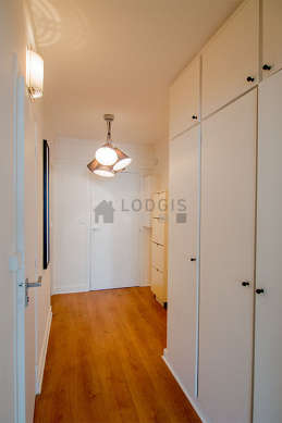 Entrance with woodenfloor