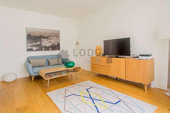 Séjour très calme équipé de 1 lit(s) armoire de 140cm, télé, commode, 1 chaise(s)