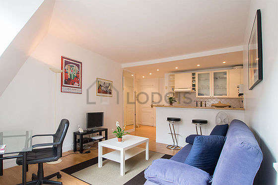 Quiet living room furnished with 1 sofabed(s) of 140cm, tv, 1 chair(s)