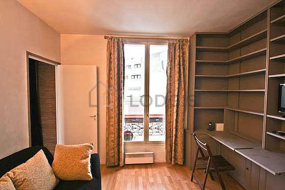 Séjour très calme équipé de 1 canapé(s) lit(s) de 140cm, télé, 2 chaise(s)
