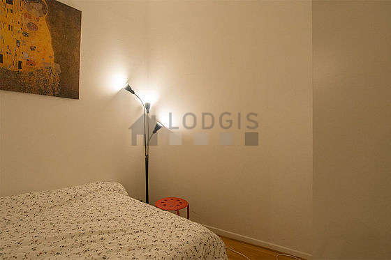 Quiet alcove equipped with 1 bed(s) of 140cm, closet