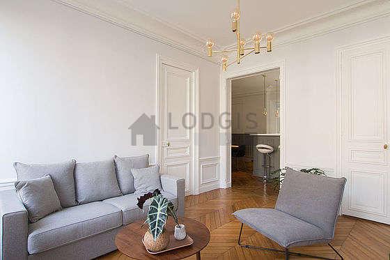 Salon de 14m² avec du parquetau sol