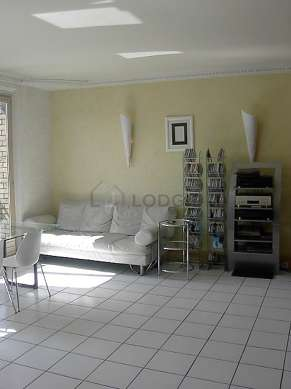Very quiet living room furnished with hi-fi stereo, 4 chair(s)