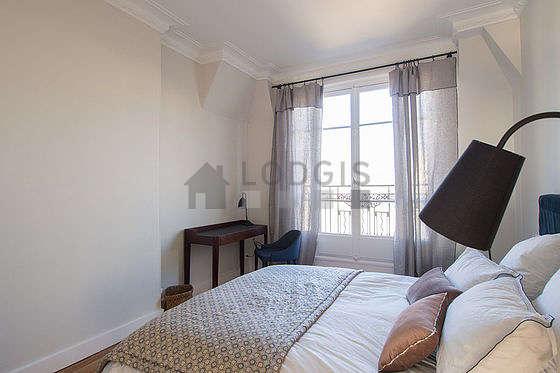 Chambre de 13m² avec du parquetau sol
