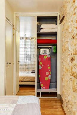 Chambre lumineuse équipée de air conditionné, penderie, placard