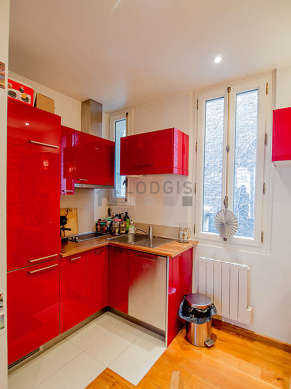 Beautiful kitchen of 6m² with woodenfloor