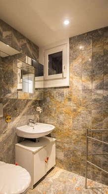 Beautiful bathroom with marblefloor