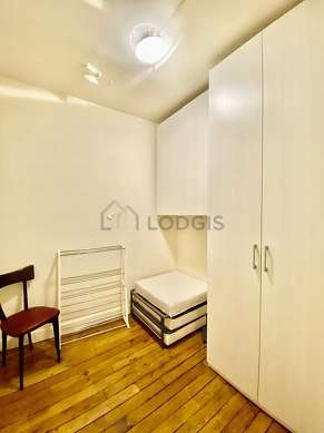 Nice alcove with woodenfloor close to the living room