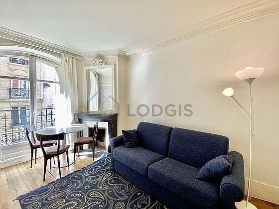 Séjour très calme équipé de 1 canapé(s) lit(s) de 140cm, télé, 4 chaise(s)