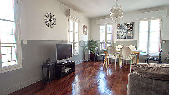 Great very bright sitting room of an apartmentin Paris