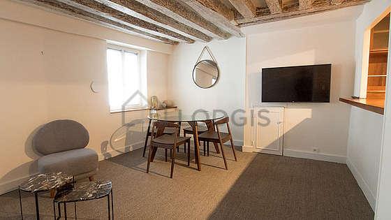 Séjour très calme équipé de télé, 1 fauteuil(s), 4 chaise(s)