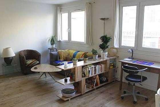 Séjour équipé de télé, ventilateur, 1 fauteuil(s), 1 chaise(s)