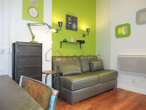 Séjour très calme équipé de 1 canapé(s) lit(s) de 110cm, télé, 1 chaise(s)