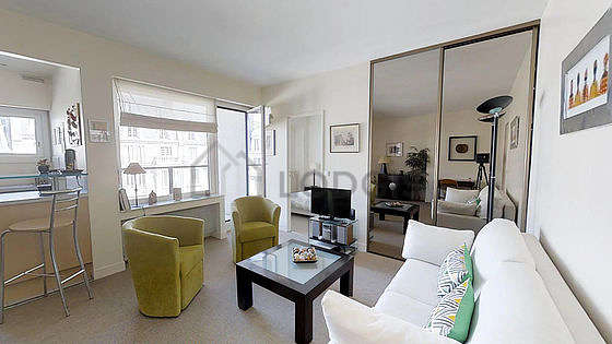Very quiet living room furnished with tv, hi-fi stereo, 2 armchair(s), 1 chair(s)