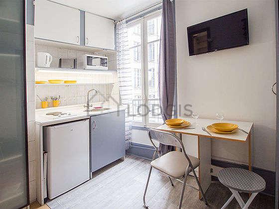 Great kitchen with linoleumfloor
