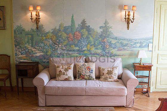 Séjour calme équipé de 1 canapé(s) lit(s) de 140cm, télé, 1 chaise(s)