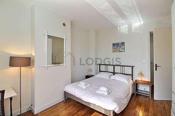 Bedroom of 16m² with woodenfloor