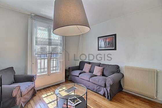 Living room of 18m² with woodenfloor
