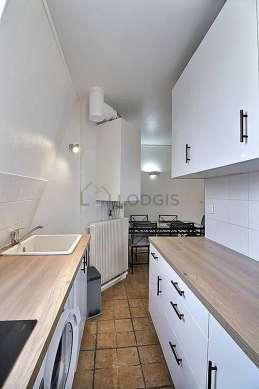Belle cuisine de 17m² avec du carrelageau sol