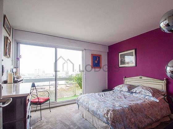 Bedroom of 12m² with the carpetingfloor