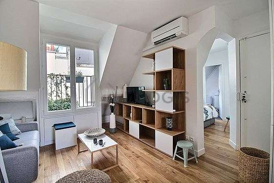 Living room of 17m² with woodenfloor