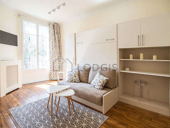Very quiet living room furnished with 1 murphy bed(s) of 140cm, tv