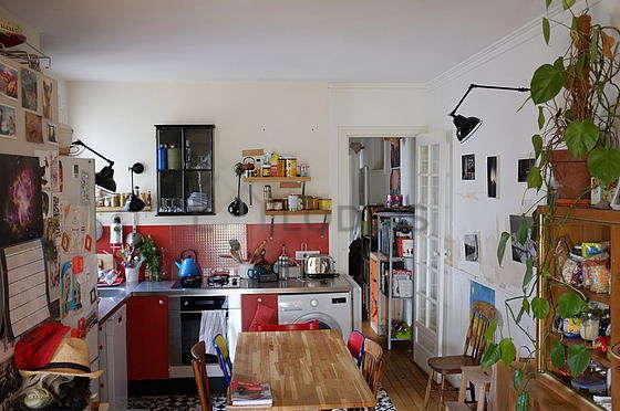 Belle cuisine de 10m² avec du carrelageau sol