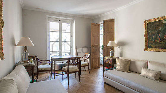 Very bright bedroom equipped with 4 chair(s)