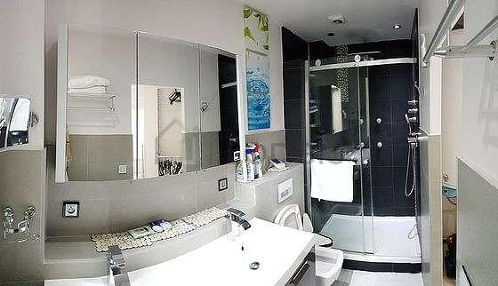 Pleasant bathroom