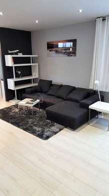 Quiet living room furnished with 1 sofabed(s) of 130cm, home cinema, tv, fan