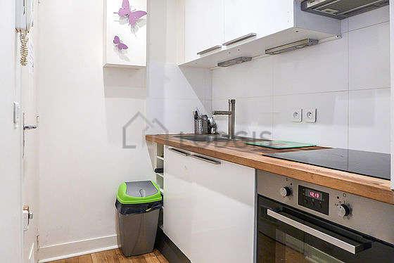 Kitchen with woodenfloor