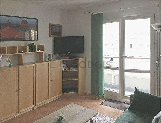 Séjour calme équipé de 1 canapé(s) lit(s) de 140cm, télé, lecteur de dvd, ventilateur