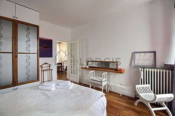 Very bright bedroom equipped with wardrobe