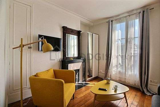 Very bright bedroom equipped with tv, 1 armchair(s), 1 chair(s)
