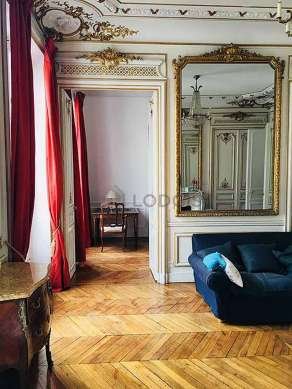 Grand salon de 22m² avec du parquetau sol
