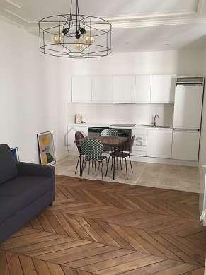Belle cuisine de 12m² avec du carrelageau sol