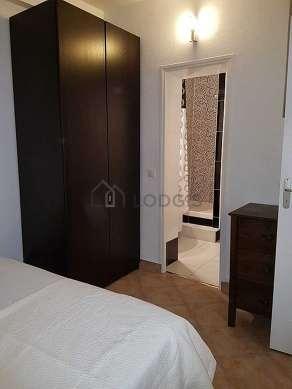 Chambre de 11m² avec du carrelageau sol