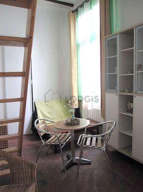Salon de 15m² avec des tomettesau sol