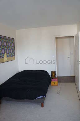 Bedroom of 13m² with the carpetingfloor