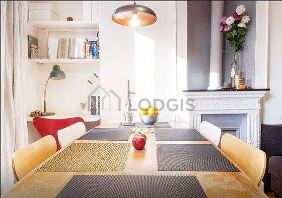 Séjour très calme équipé de télé, ventilateur, 4 chaise(s)
