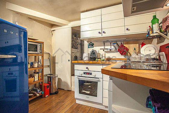 Cuisine équipée de lave vaisselle, réfrigerateur, vaisselle