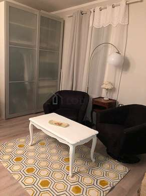 Quiet living room furnished with 1 bed(s) of 140cm, tv, 2 armchair(s), 1 chair(s)