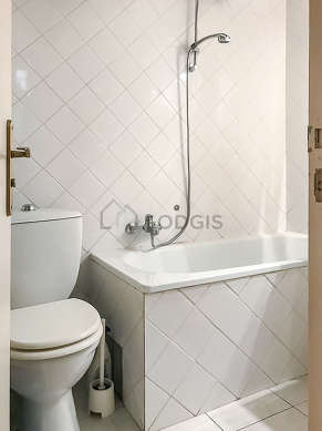 Beautiful and bright bathroom with tilefloor