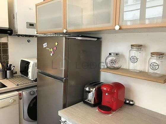 Kitchen where you can have dinner for 4 person(s) equipped with washing machine, refrigerator, extractor hood, crockery