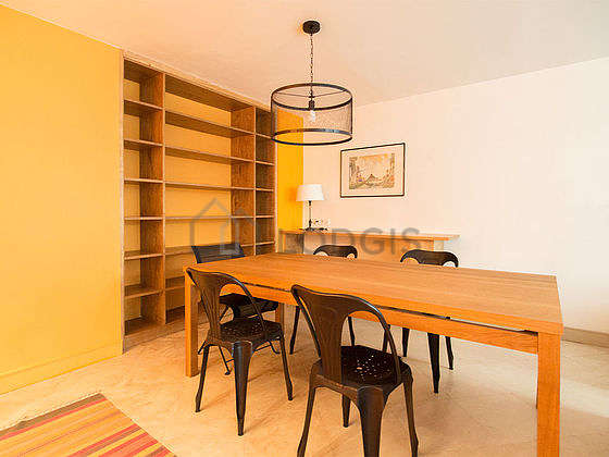 Great dining room with tilefloor for 6 person(s)