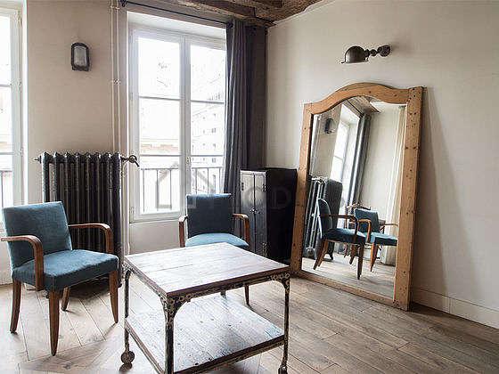 Chambre avec fenêtres